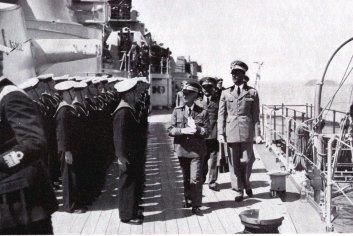 S.M. il Re passa in rivista l'equipaggio della Cavour